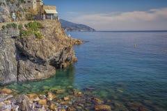 一个美丽的小海湾的看法在利古里亚海岸的,意大利 库存照片