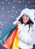 一个美丽的少妇的画象在一件白色皮大衣藏品 库存图片