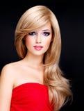 一个美丽的少妇的画象有长的白发的 免版税库存图片