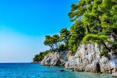 一个美丽的希腊海岛,斯科派洛斯岛的岸 库存照片