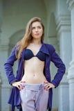 一个美丽的性感的少妇的画象深蓝外套的 库存图片