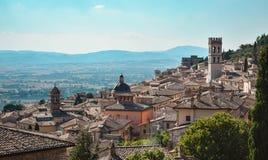 一个美丽的意大利镇的全景 免版税库存照片