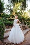 一个美丽的新娘的时尚画象 免版税图库摄影