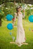一个美丽的新娘的画象白色婚礼的 库存照片