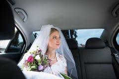 一个美丽的新新娘的纵向 库存照片
