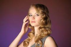 一个美丽的新金发碧眼的女人 库存图片