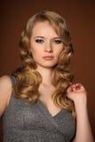 一个美丽的新金发碧眼的女人 免版税库存图片