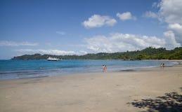 一个美丽的晴朗的海滩在哥斯达黎加 免版税库存图片