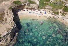 一个美丽的沙滩的鸟瞰图 免版税库存图片