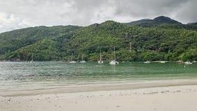 一个美丽的热带海滩 免版税库存照片