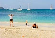 一个美丽的白色沙子海滩在加勒比 免版税库存照片