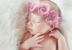一个美丽的睡觉的婴孩的特写镜头画象 库存图片