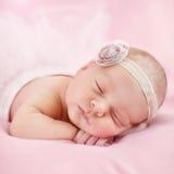 一个美丽的睡觉的婴孩的特写镜头画象 库存照片