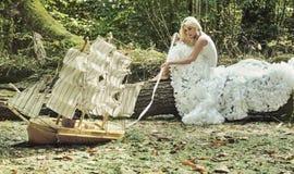一个美丽的金发碧眼的女人的幻想图象 免版税库存照片