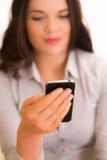 有iphone移动设备的美丽的年轻女商人 库存照片