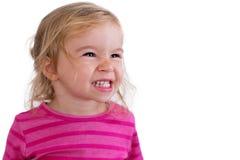 一个美丽的暴牙的微笑的小孩的画象 免版税库存照片