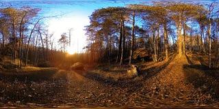 一个美好的山场面的4K 360 VR虚拟现实在秋天时间的 狂放的西伯利亚山 影视素材