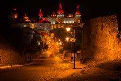 一个美好的照明设备老城市在晚上 免版税图库摄影