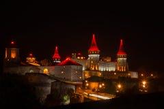 一个美好的照明设备老城市在晚上 库存照片