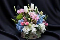 一个美好的花卉春天安排 图库摄影