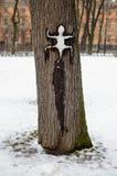 一个美妙的动物在树爬行 免版税库存图片