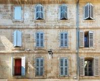 一个老公寓的门面在历史的中心o 库存照片