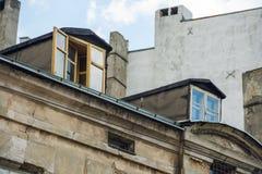 一个老公寓的门面在罗兹 免版税库存照片