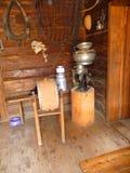 一个老农舍客厅 免版税库存照片