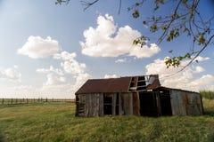一个老剥落木谷仓 库存图片