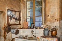 一个老厨房的角落 免版税库存图片