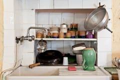 一个老厨房的水槽 图库摄影