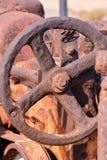 一个老古色古香的蒸汽路辗零件 免版税库存照片