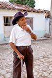 一个老古巴人的街道画象在特立尼达,古巴 免版税库存照片