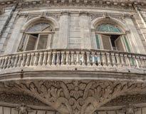 一个老古巴大厦的细节在哈瓦那 库存照片