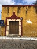 一个老城内住宅的门面 免版税图库摄影