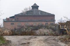 一个老大厦在工厂 库存图片