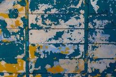 一个老大厦的多彩多姿的砖墙 免版税库存照片