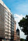 一个老大厦的看法在马德里,西班牙 库存照片