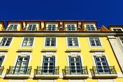 一个老大厦的详细资料在里斯本,葡萄牙 库存照片