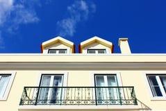 一个老大厦的详细资料在里斯本,葡萄牙 库存图片