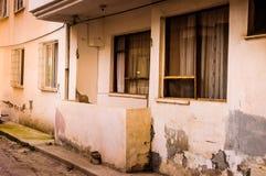 一个老大厦的边 免版税库存图片