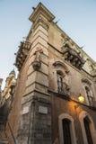 一个老大厦的门面在拉古萨,西西里岛,意大利 免版税库存照片
