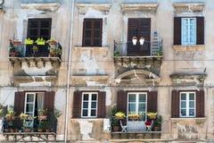 一个老大厦的门面在巴勒莫 库存照片