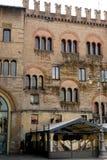 一个老大厦的Crenellated门面在帕尔马的中心在意大利 库存图片