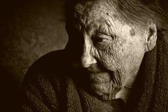 一个老妇人的画象 免版税库存照片
