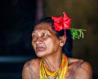 一个老妇人Mentawai部落的画象 特写镜头 图库摄影