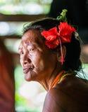 一个老妇人Mentawai部落的画象 特写镜头 免版税库存图片