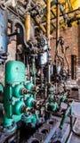 一个老工业机器的特写镜头有管子的有全部的阀门 库存图片