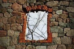 一个老工厂窗口 免版税库存照片