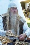 一个老巫医的画象 免版税图库摄影